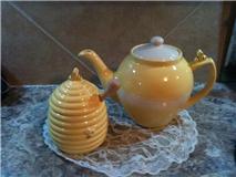 Bumble bee honey and tea pot