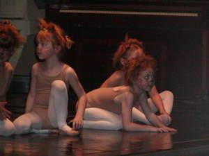 Crouching_lion_cub_may_6_2007