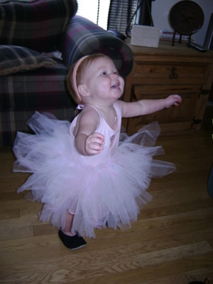 Addison_is_twirling_around_in_circl